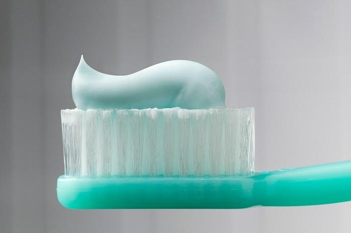 9 очень неожиданных способов применения зубной пасты