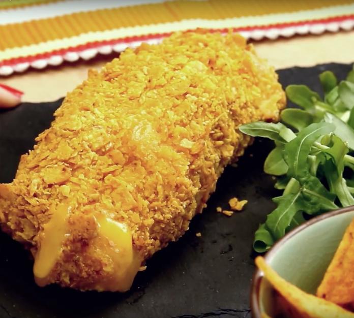 Это не только вкусно, но и легко приготовить: куриные роллы с сыром в хрустящей панировке