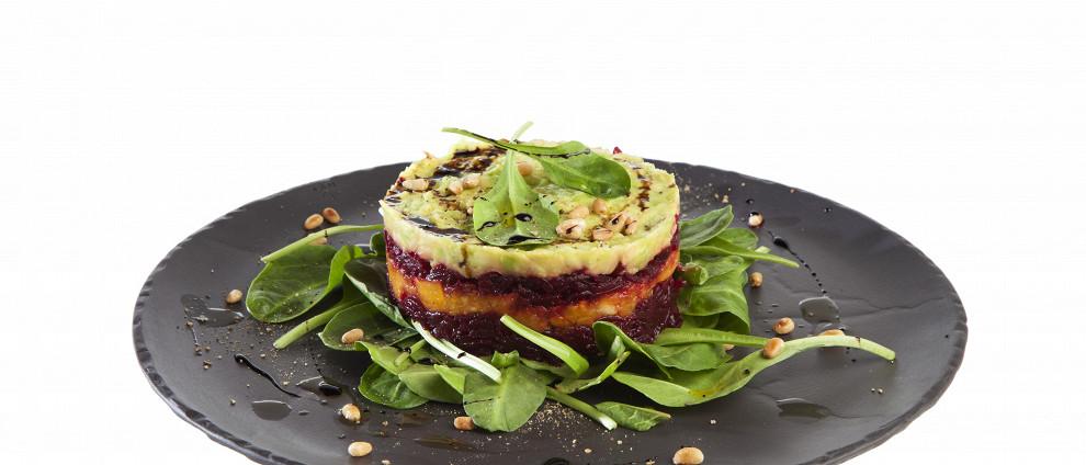 Рецепты без мяса. Салат из свеклы, запеченной тыквы и авокадо