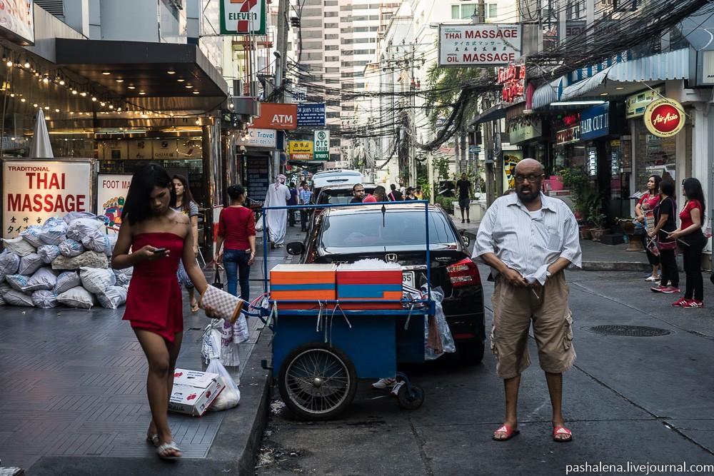 Арабско-индийский квартал Бангкока и экспаты в поисках любви