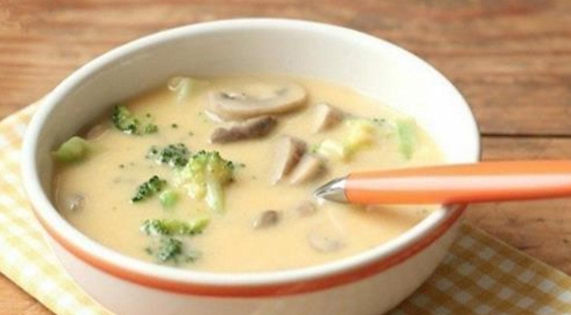 Сырный суп с брокколи и шампиньонами — нежный и сливочный.