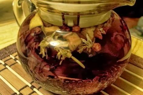 Ароматный витаминный цветочный настой
