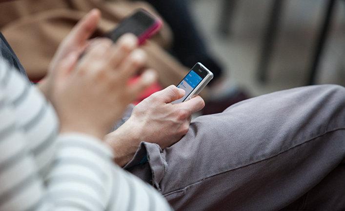Особенности пользования смартфоном выдают возраст владельца