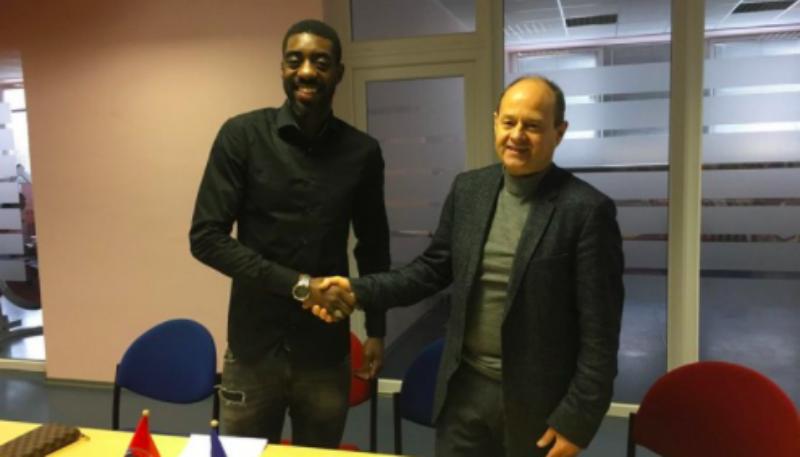Литовский футбольный клуб поверил «Википедии» и подписал договор с футболистом, который выдумал карьеру