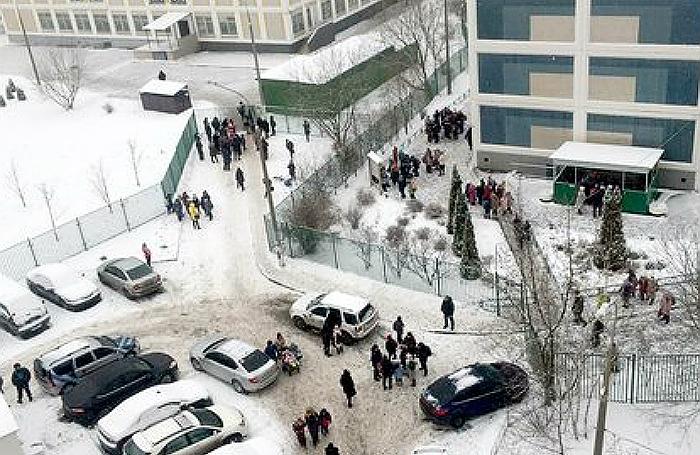 ЧП в школе на юго-востоке Москвы: десятиклассник пришел на уроки с ножом и угрожал учителям