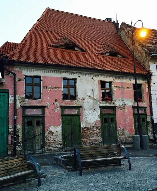 Сонный дом парейдолия, похоже да не то же, похоже на лицо