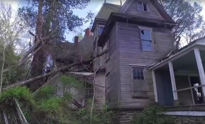 По какой причине появляются заброшенные дома?