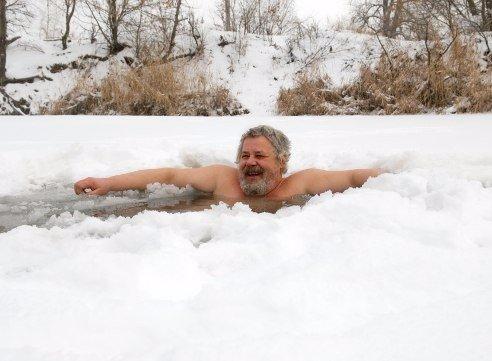 Как правильно купаться в проруби зимой