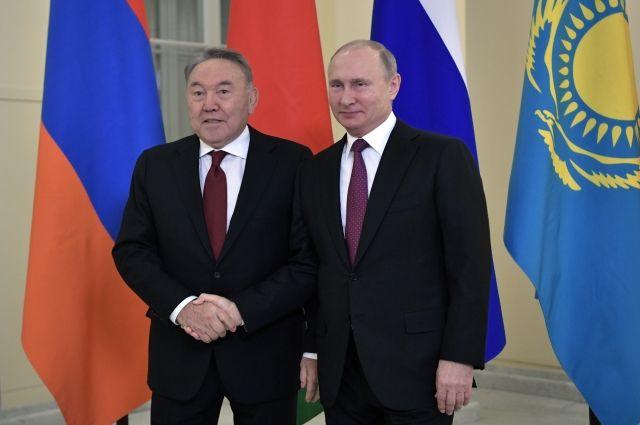 Путин поздравил главу Казахстана с Днем независимости