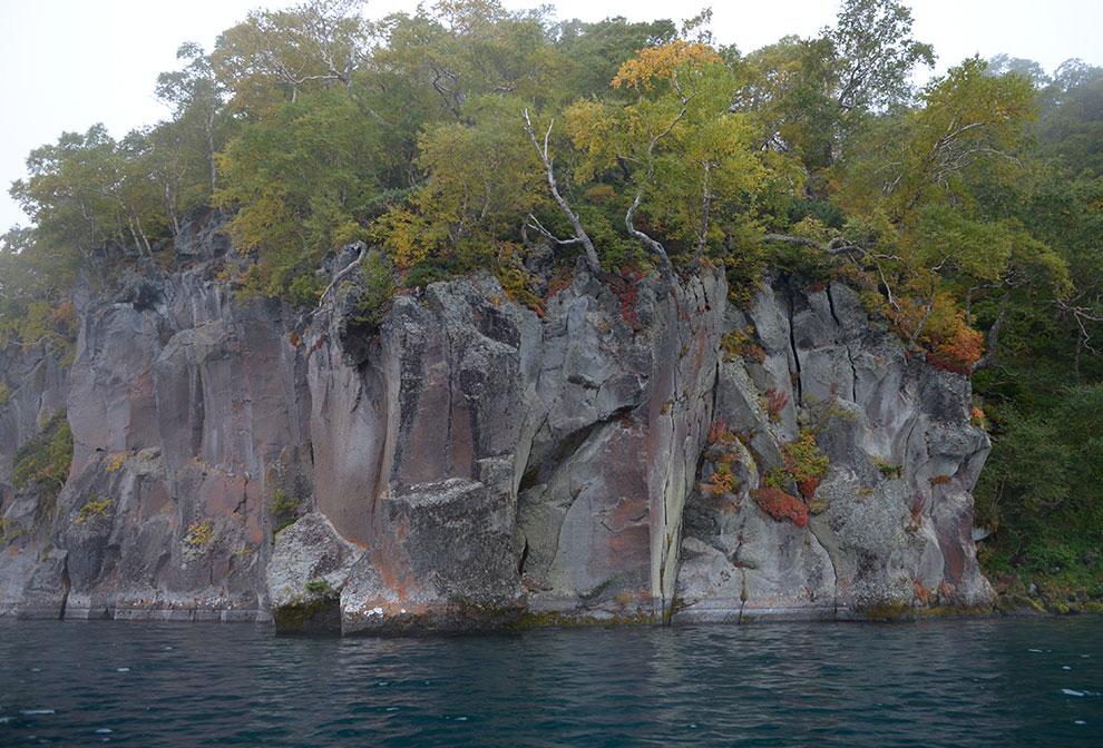 Скалы на острове Саманг