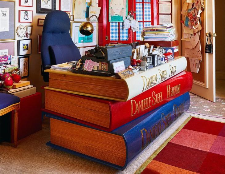 Стол библиотекаря