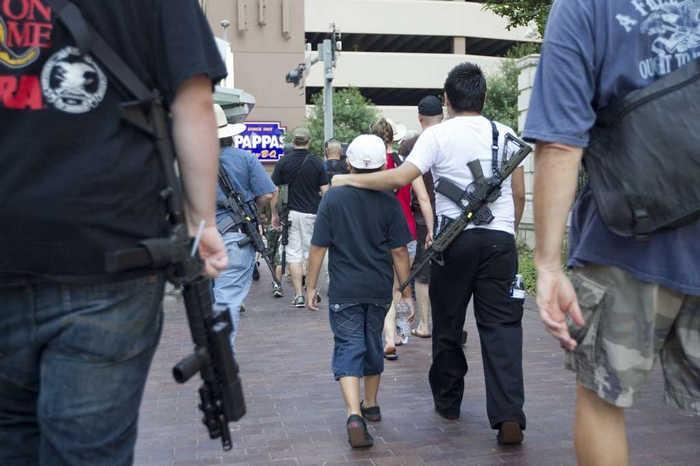 «Церковь Объединения» в США попросила своих прихожан прийти на службу с винтовками AR-15