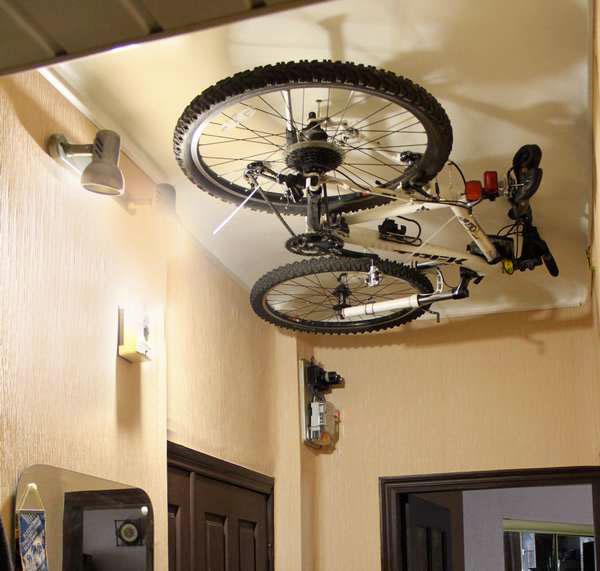 Велосипед вместо люстры. Фельдшер — о том, как живётся в крохотных квартирах