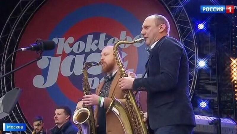 Тысячи москвичей принимают у…