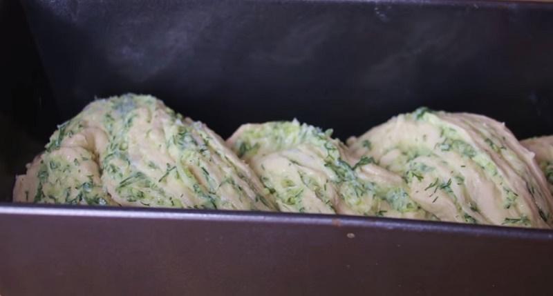 простой пирог с сыром и зеленью