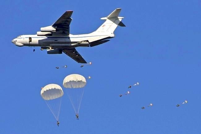 Тысячи новобранцев ВДВ по всей стране прыгают с парашютом