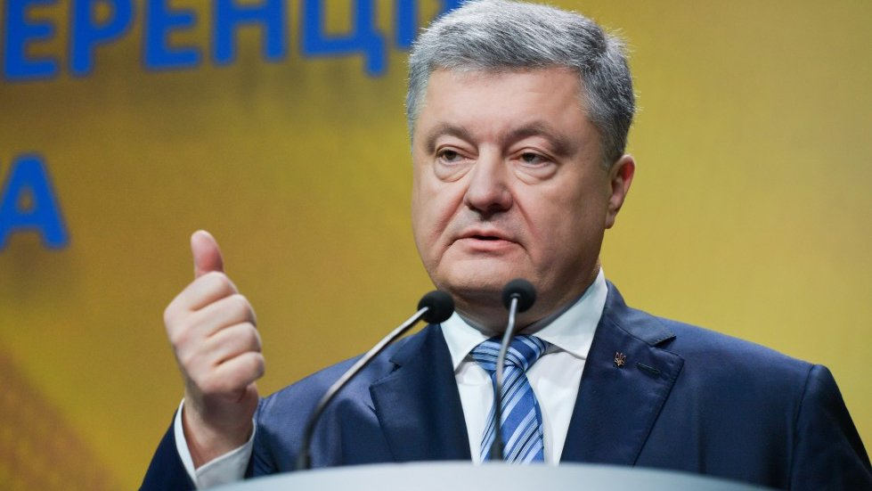 Порошенко заявил о выводе Украины из зоны риска
