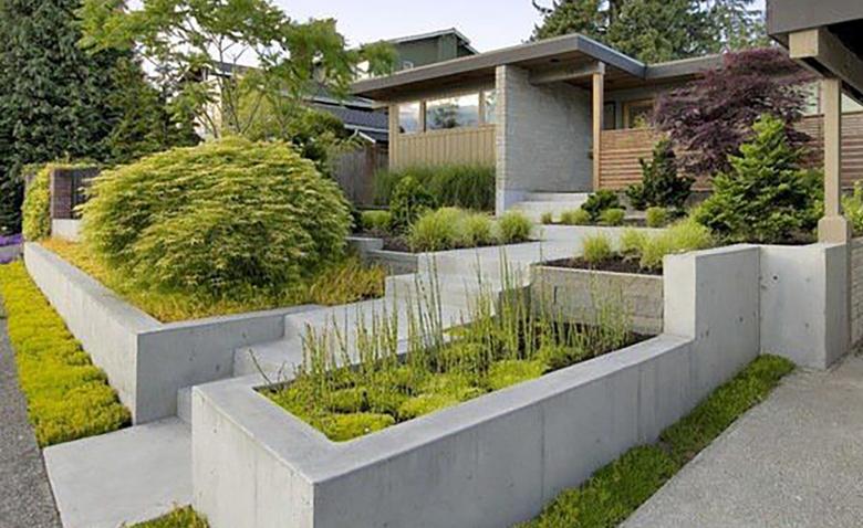 10 интересных примеров бетонных цветочниц для сада