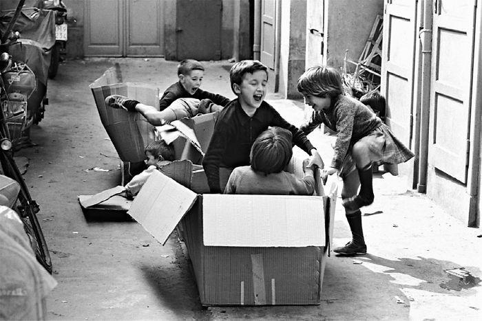 49. Игра с коробками детство, прошлое, фотография
