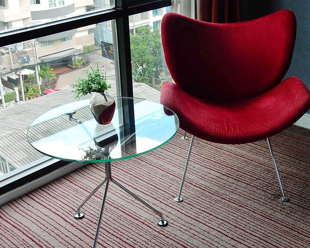 Стеклянные столы могут представлять опасность для жизни