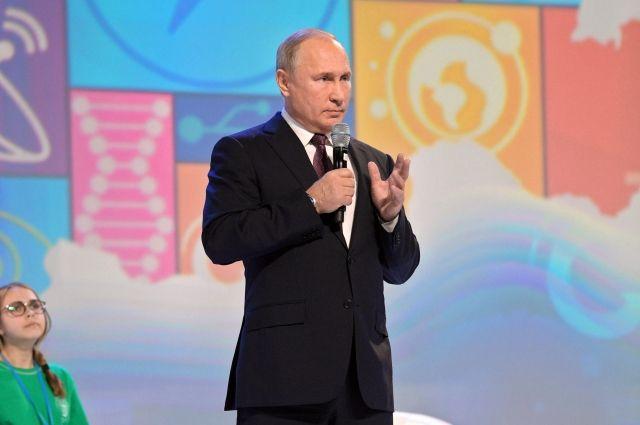 Путин заявил о необходимости обеспечения прав работающих в интернете