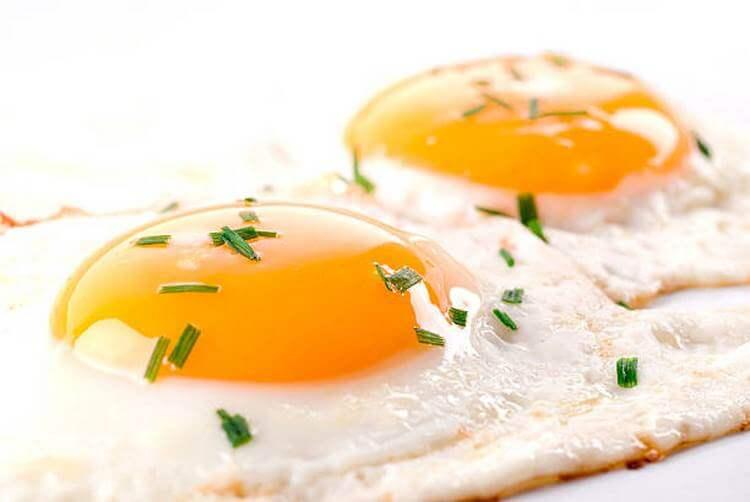 Три способа приготовить блюдо из яиц в микроволновке