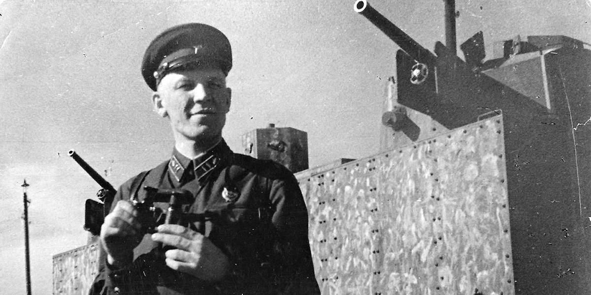 Военная клюква 90-х годов про НКВД в бою.......