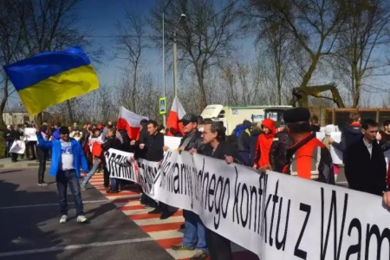 Галичанские «сепары» перекрыли трассу Львов-Варшава и призывают Польшу спасти их от режима Порошенко