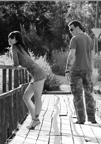 Почему мужчина смотрит на других женщин?  Природу не обманешь..