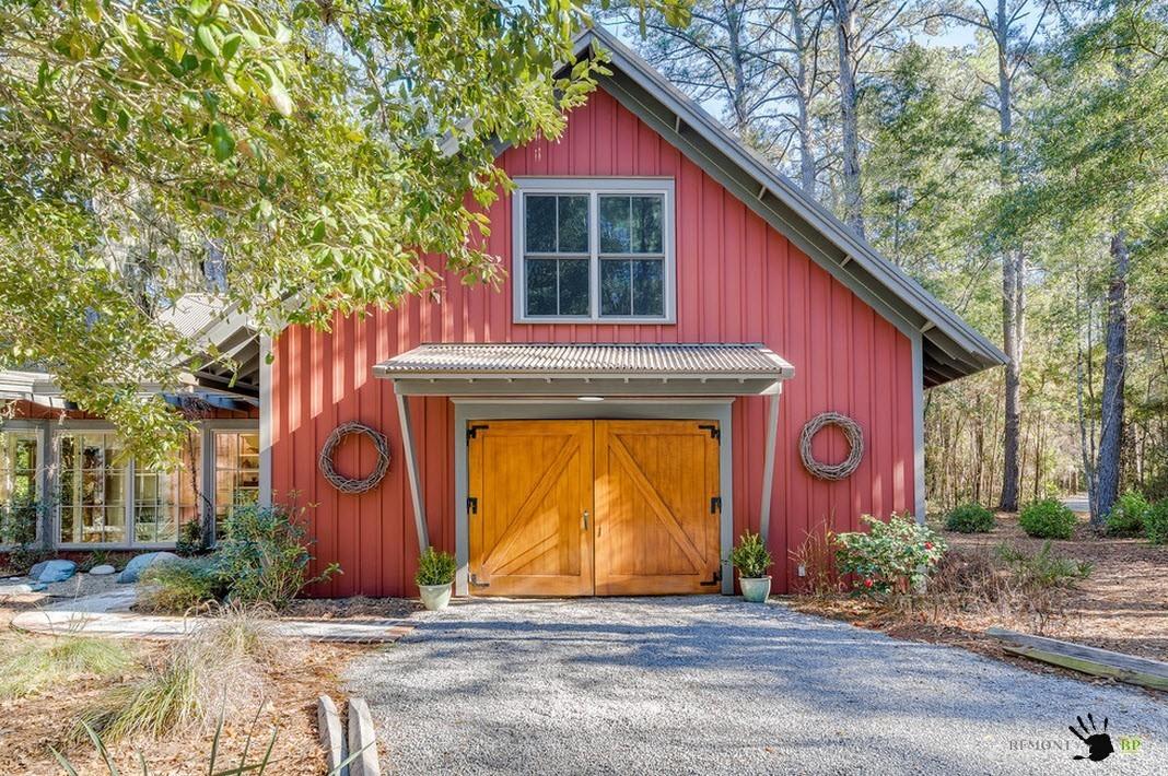 Красный фасад дома