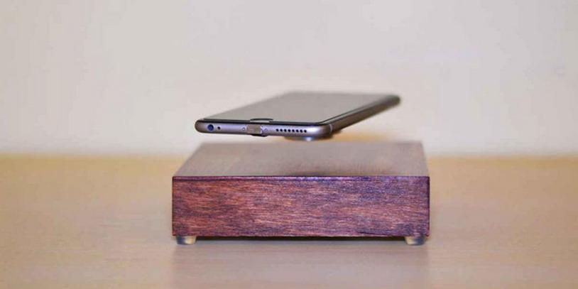 Компания «AR Designs» создала невероятное беспроводное зарядное устройство для телефонов с эффектом левитации