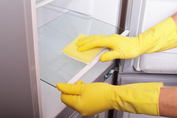 После мытья холодильник нужно протереть сухой тканью