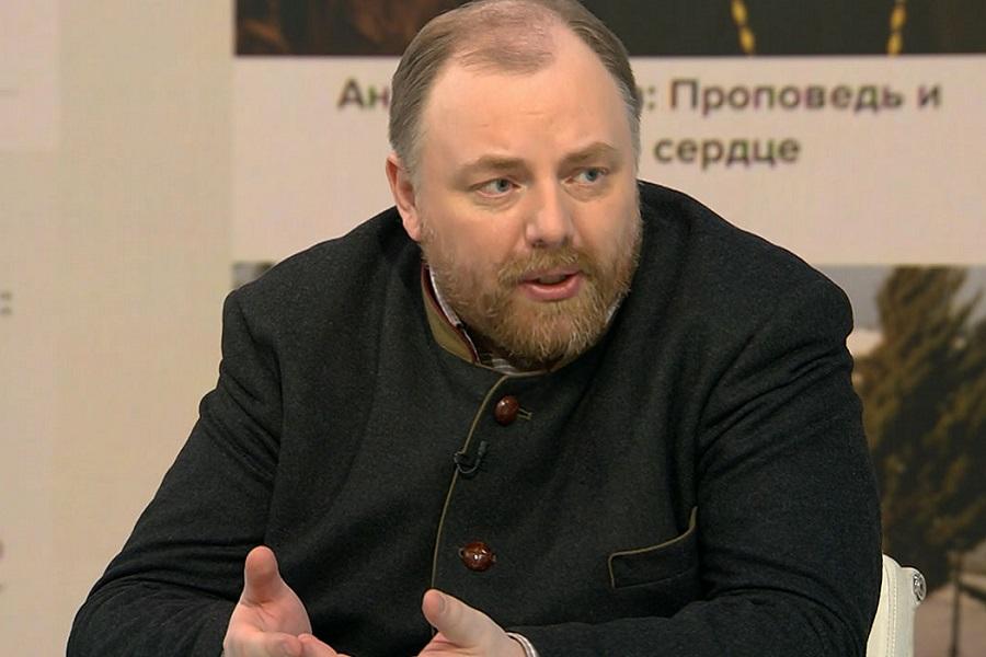 Конфуз монархиста Холмогорова в призыве за имя для аэропорта