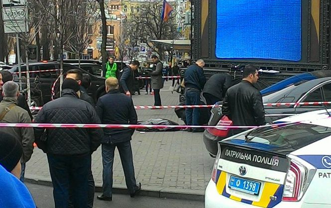 Первые секунды кровавого убийства в центре Киева (ВИДЕО+18)