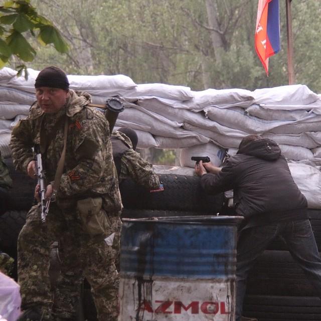 Славянск: украинские военные атакуют блокпосты, подошло несколько БТР, сбиты 2 украинских вертолёта