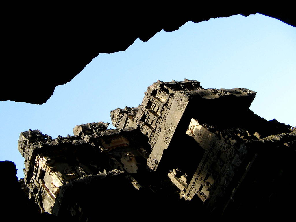 488340413 a1b6eae948 b Уникальный храм Кайласанатха