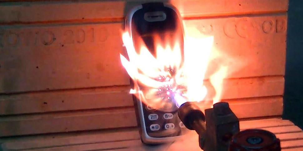 Японцы разработали аккумуляторы с «огнетушителем»