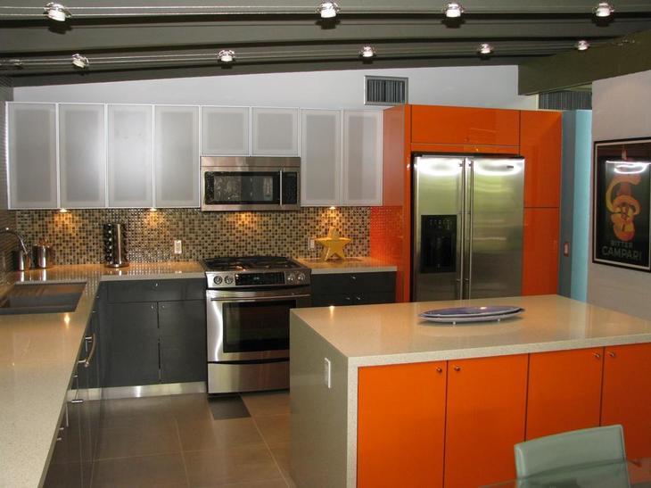 оранжевая кухня дизайн интерьера фото