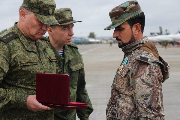 Генерал Сухель Аль-Хасан на церемонии награждения