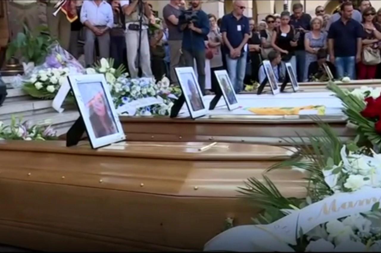 В Италии объявлен траур по 284 погибшим при землетрясении
