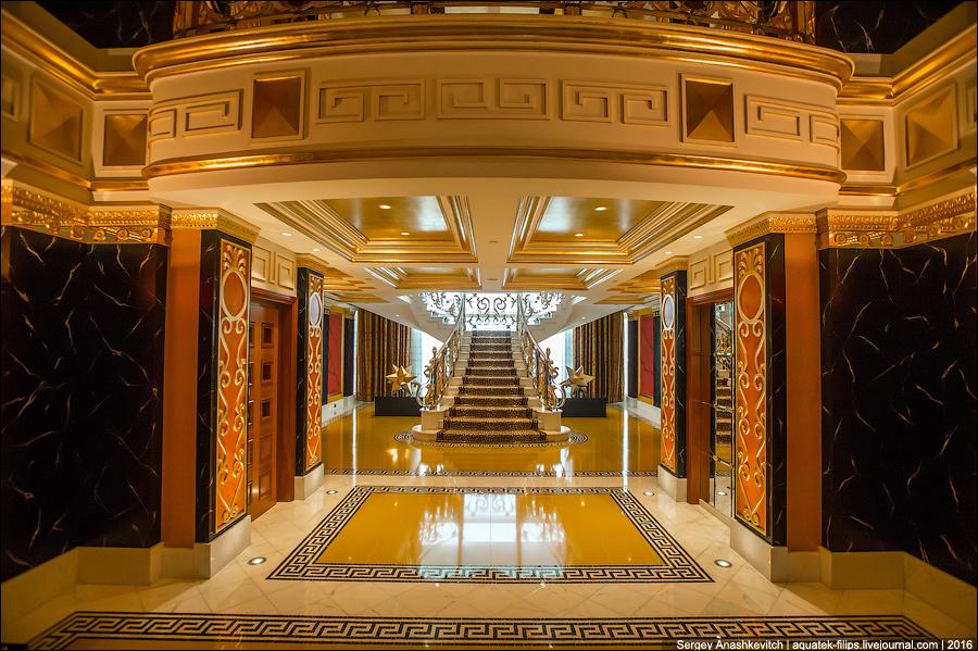 Королевский номер Burj Al Arab, где золото везде, куда ни глянь