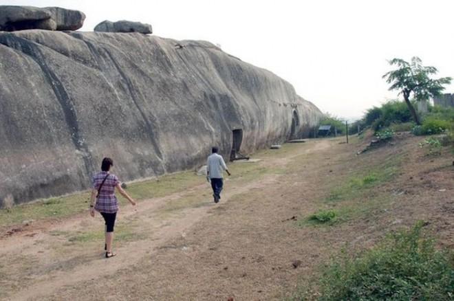 Бомбоубежища древнейшей цивилизации в Индии?