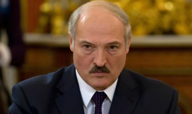 Лукашенко приказал чиновникам срочно устроить на работу «жен и любовниц»