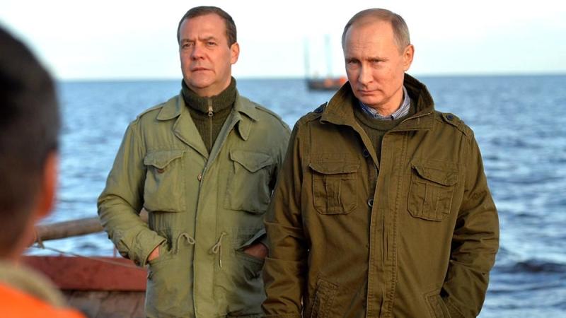 Как Медведев в отставку в 2014 году подавал