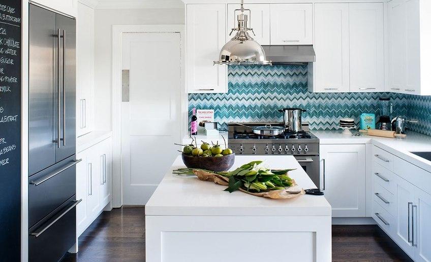 White kitchen backsplash tile