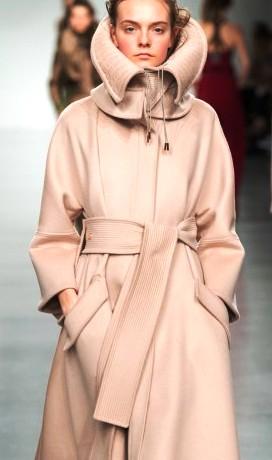 Antonio Berardi осень-зима 2017-2018 — женственная и стильная одежда в стиле неоклассика