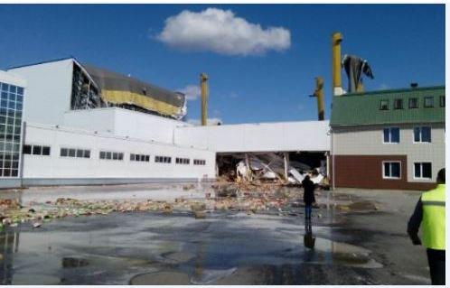 На заводе PepsiCo в Липецкой области обрушилась кровля на складе. На улицы вылились тонны сока