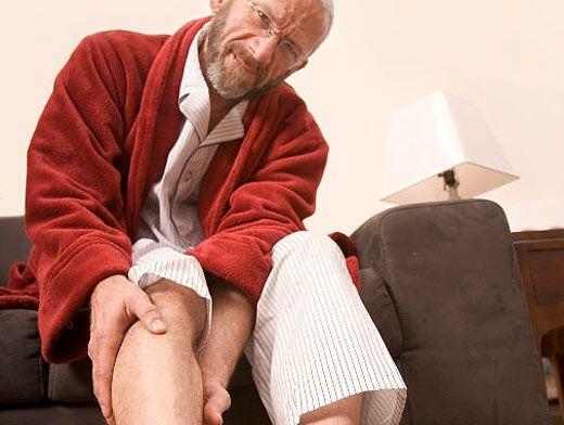Ученые рассказали, почему судорога сводит ноги ночью (и что с этим делать)