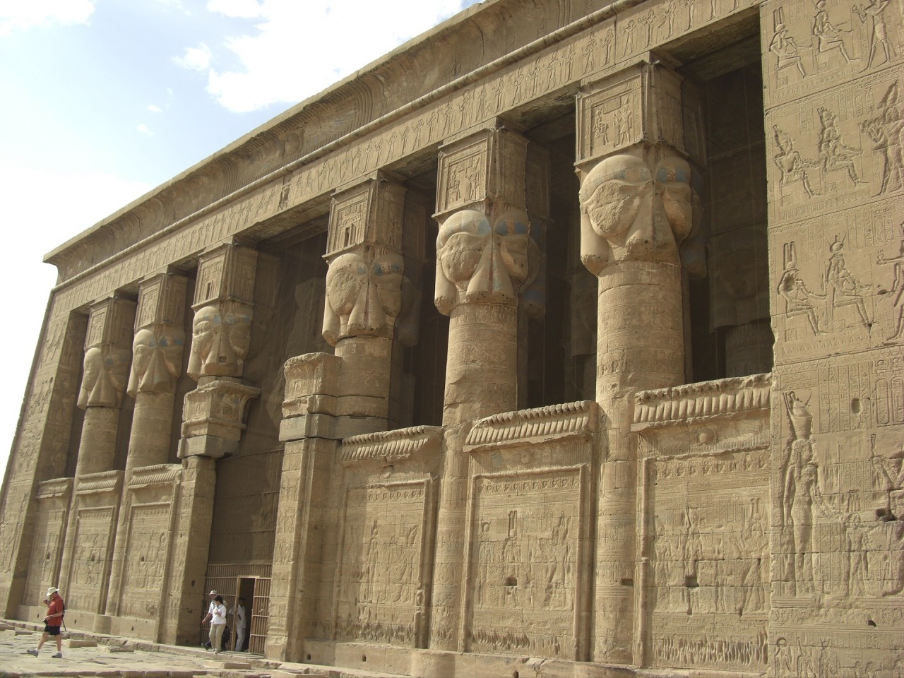 дендера храм богини любви