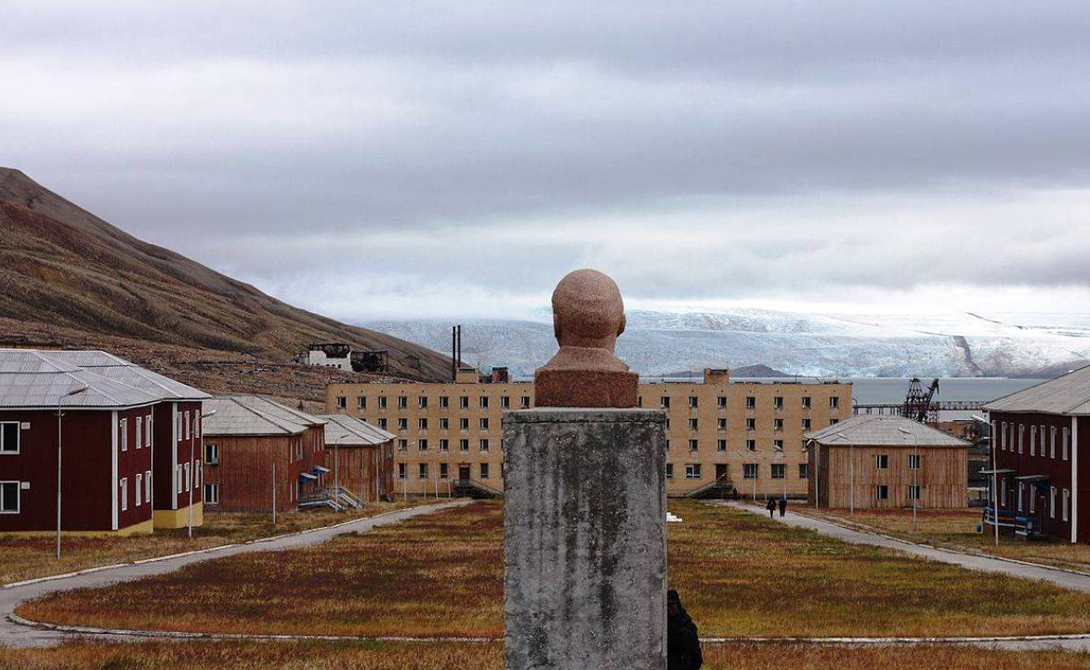 Пирамида: советский город-призрак на самом краю земли